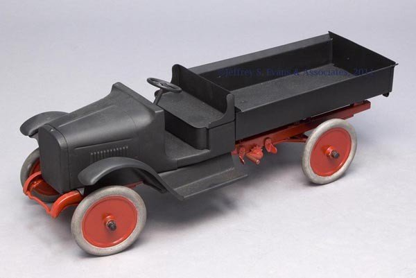 """24: UNMARKED BUDDY """"L"""" PRESSED STEEL TOY TRUCK WITH DUM"""