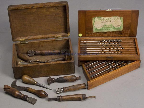 113: ASSORTED CARPENTER AND LEATHERWORKER'S TOOLS