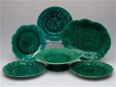 699 WEDGWOOD AND OTHER MONOCHROMATIC MAJOLICA TABLE AR