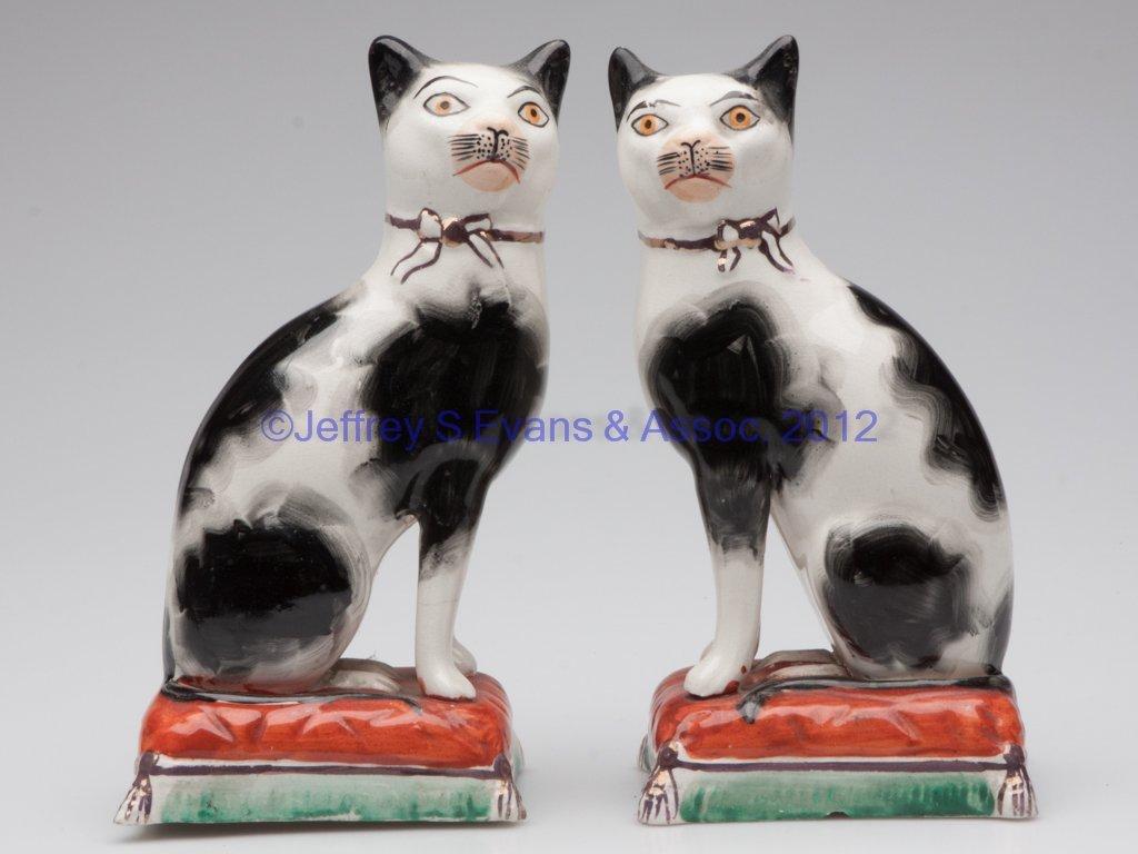 637: STAFFORDSHIRE CERAMIC PAIR OF CAT FIGURES