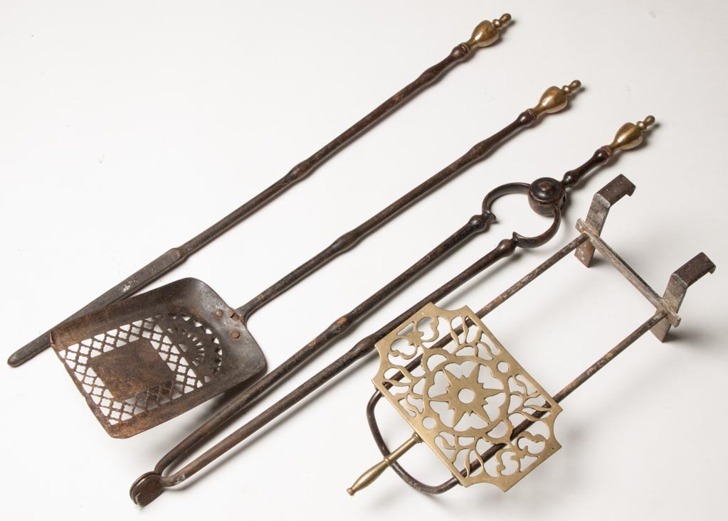 ASSORTED BRASS AND IRON FIREPLACE ACCESSORIES, LOT OF