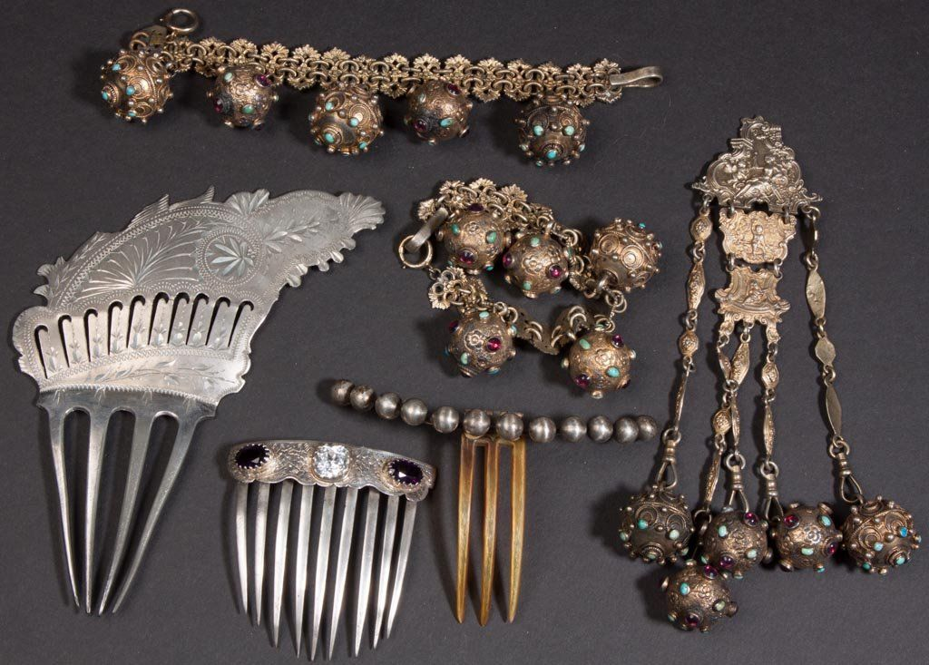 VINTAGE COSTUME JEWELRY, LOT OF SIX PIECES