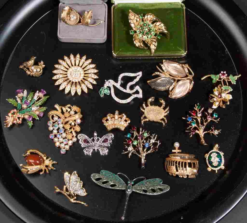 ASSORTED VINTAGE COSTUME JEWELRY, LOT OF 19 PIECES
