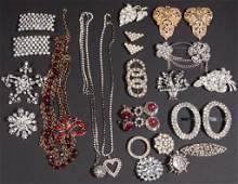 ASSORTED VINTAGE COSTUME JEWELRY LOT OF 25 PIECES