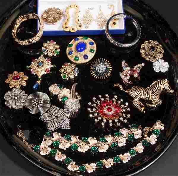 ASSORTED VINTAGE COSTUME JEWELRY, LOT OF 26 PIECES