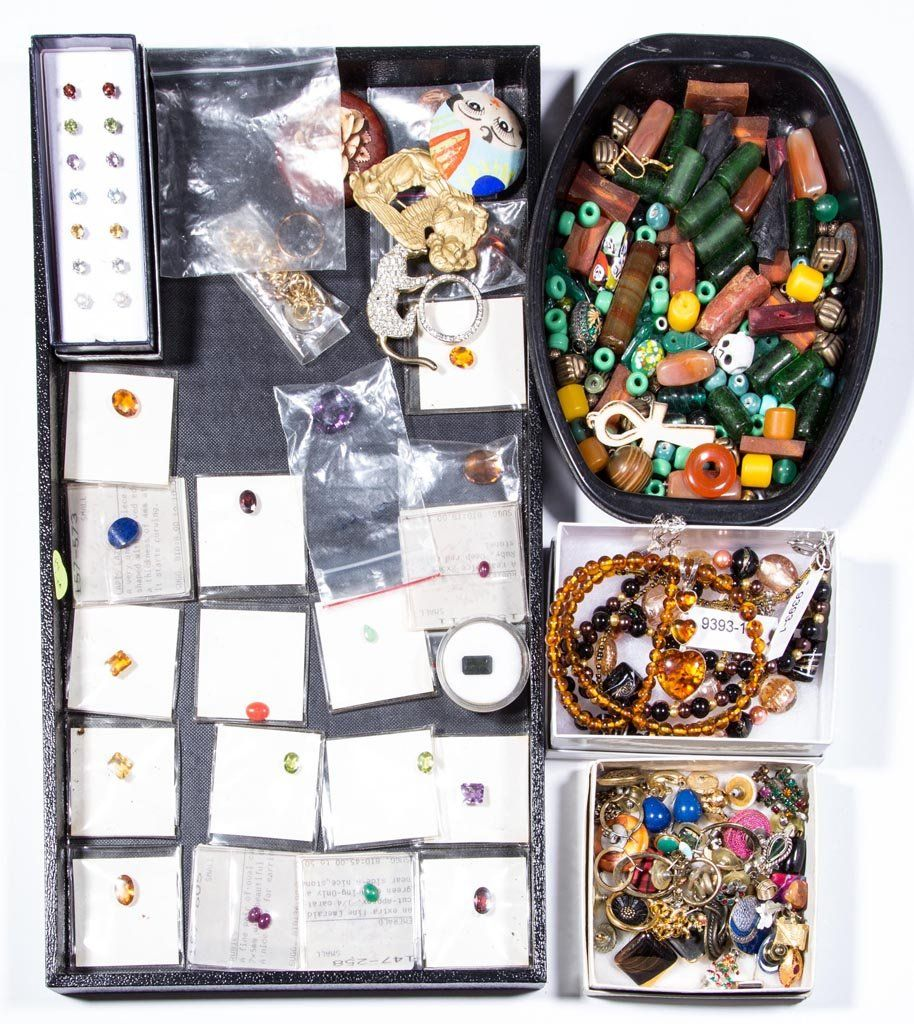 ASSORTED COSTUME JEWELRY AND RELATED ITEMS