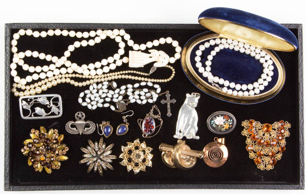 ASSORTED VINTAGE COSTUME JEWELRY, LOT OF 17 PIECES