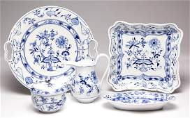 ASSORTED BLUE ONION PORCELAIN TABLE ARTICLES LOT OF