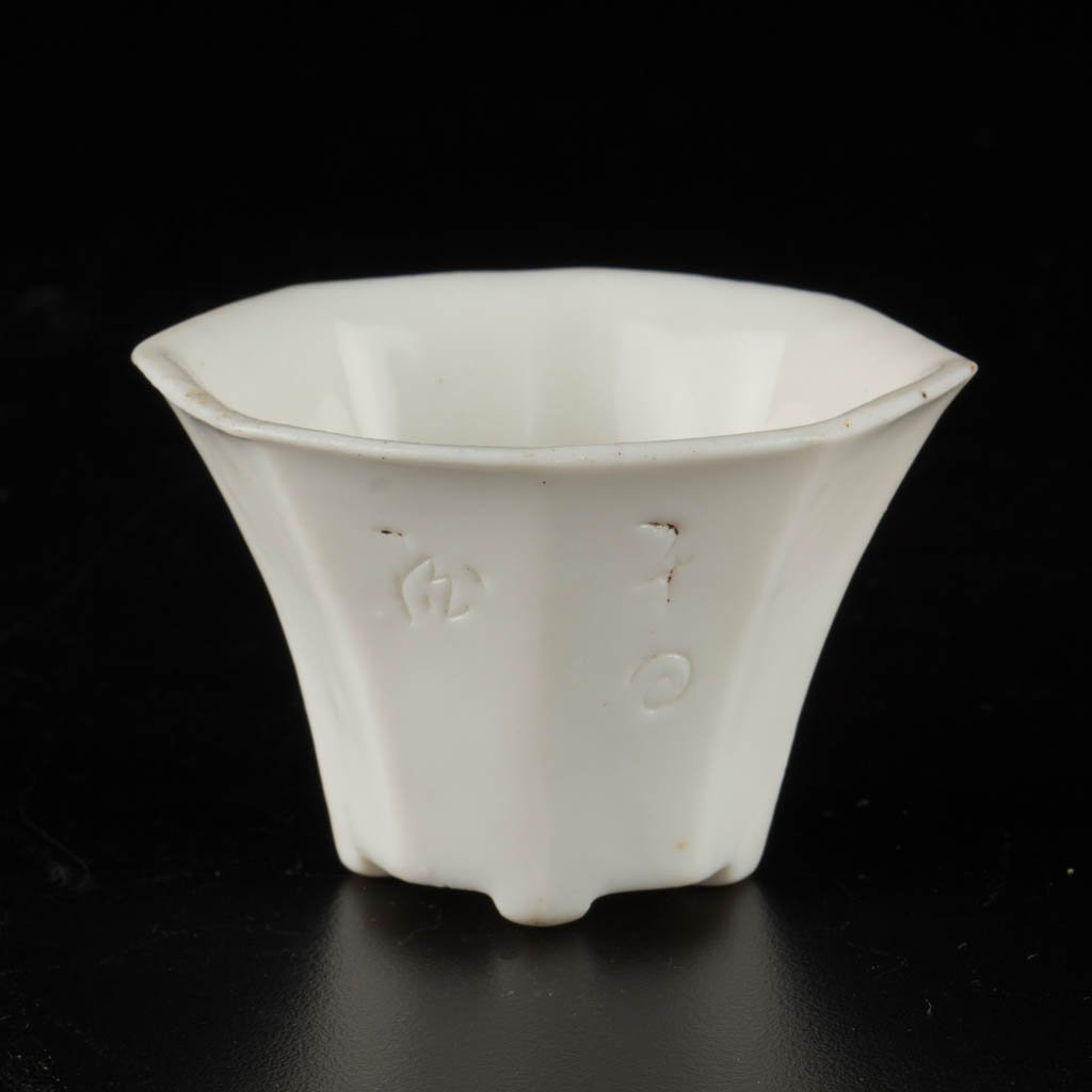 CHINESE PORCELAIN WHITE OCTAGONAL LIBATION CUP