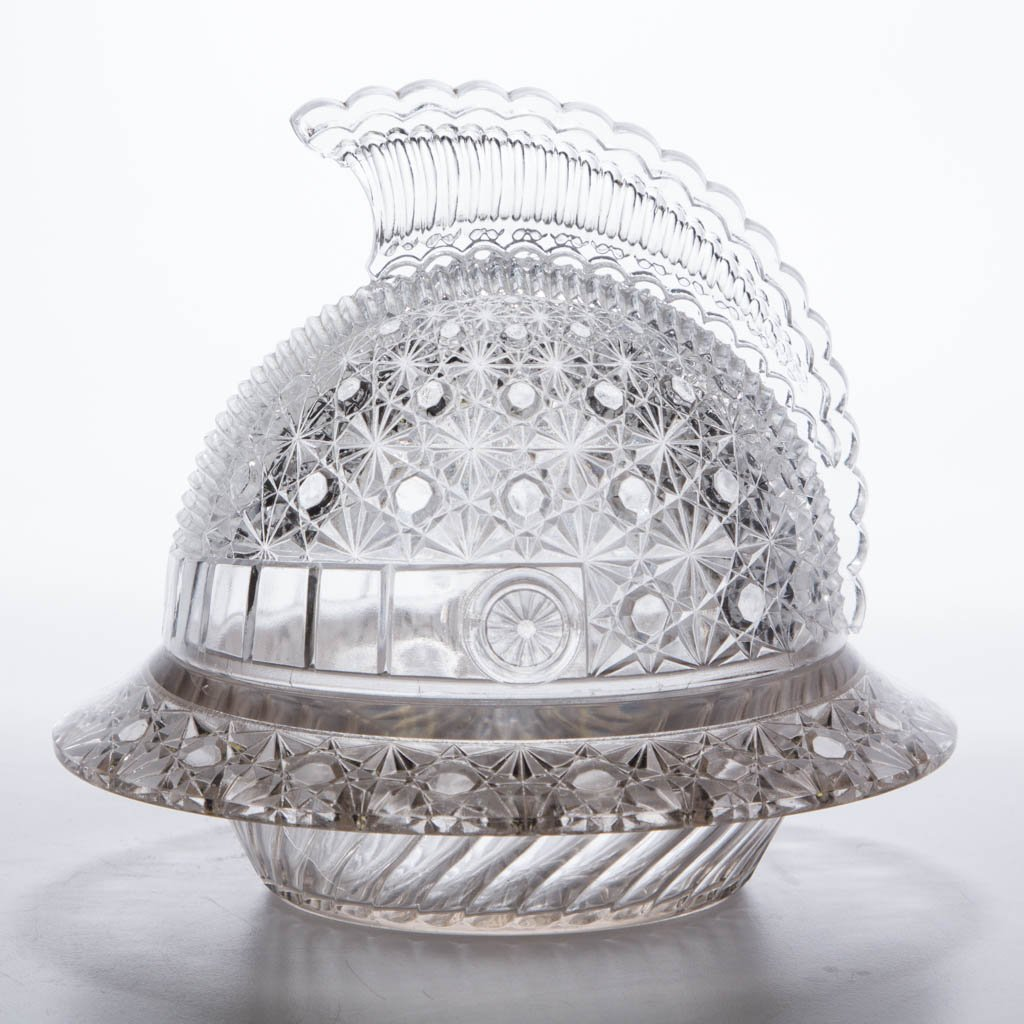 DAISY AND BUTTON HELMET-FORM COVERED BUTTER DISH
