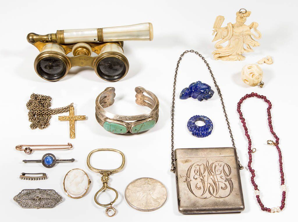 ASSORTED LADY'S JEWELRY AND ACCOUTREMENTS, LOT OF 16