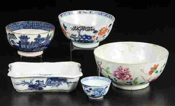 CHINESE AND CHINOISERIE PORCELAIN AND POTTERY SERVING