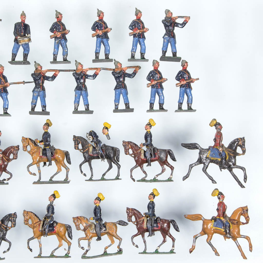 ASSORTED CAST-LEAD TOY SOLDIERS, LOT OF 34 - 3