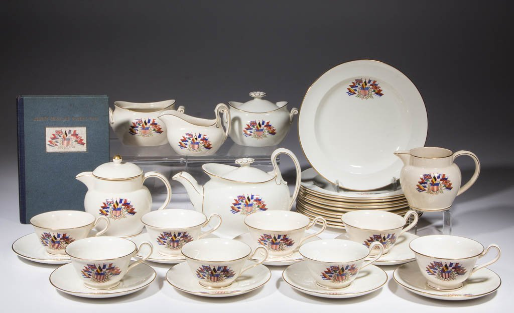 ENGLISH WEDGWOOD HISTORICAL CERAMIC TEA ARTICLES, LOT