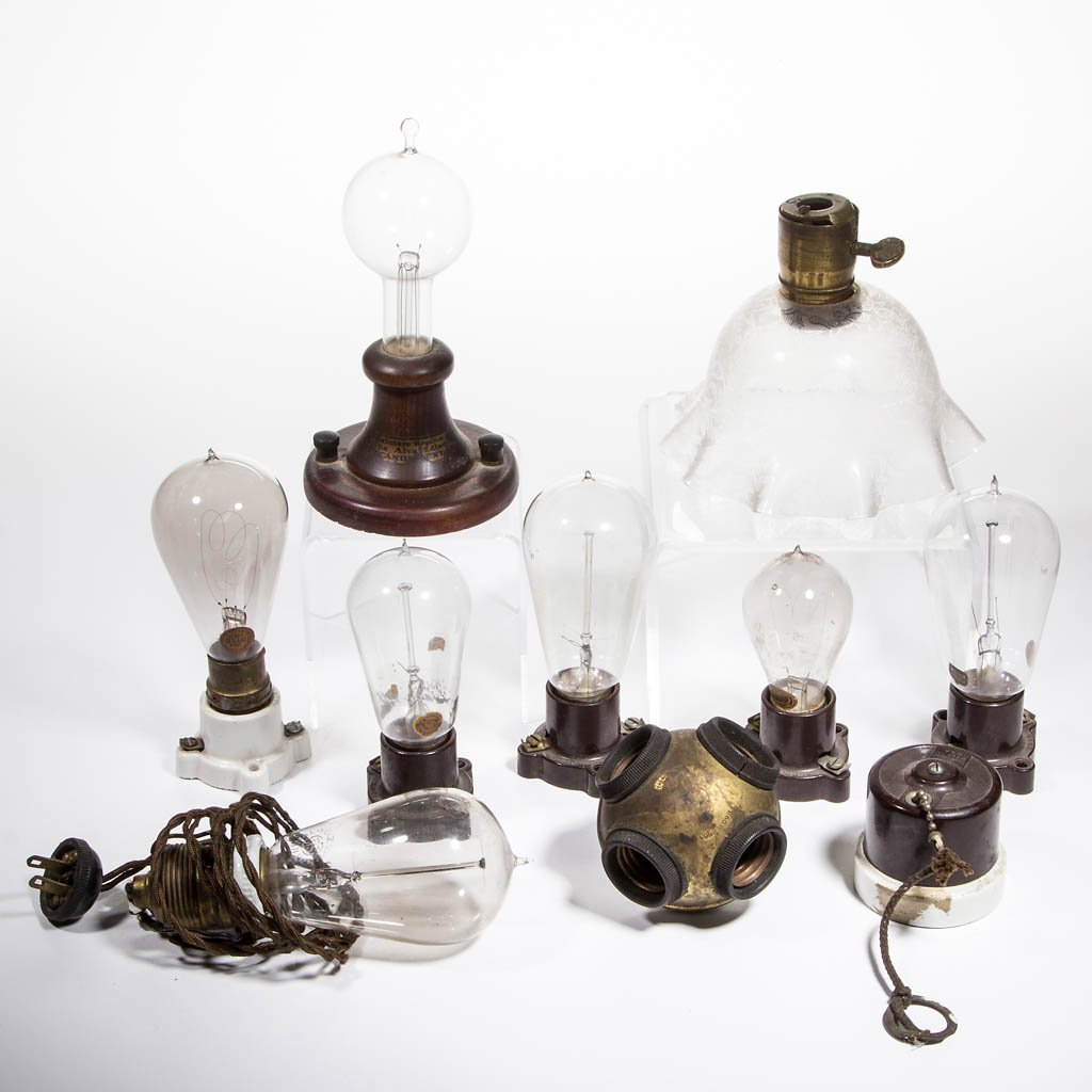 ASSORTED MANUFACTURERS LIGHT / LAMP BULBS AND SOCKETS,