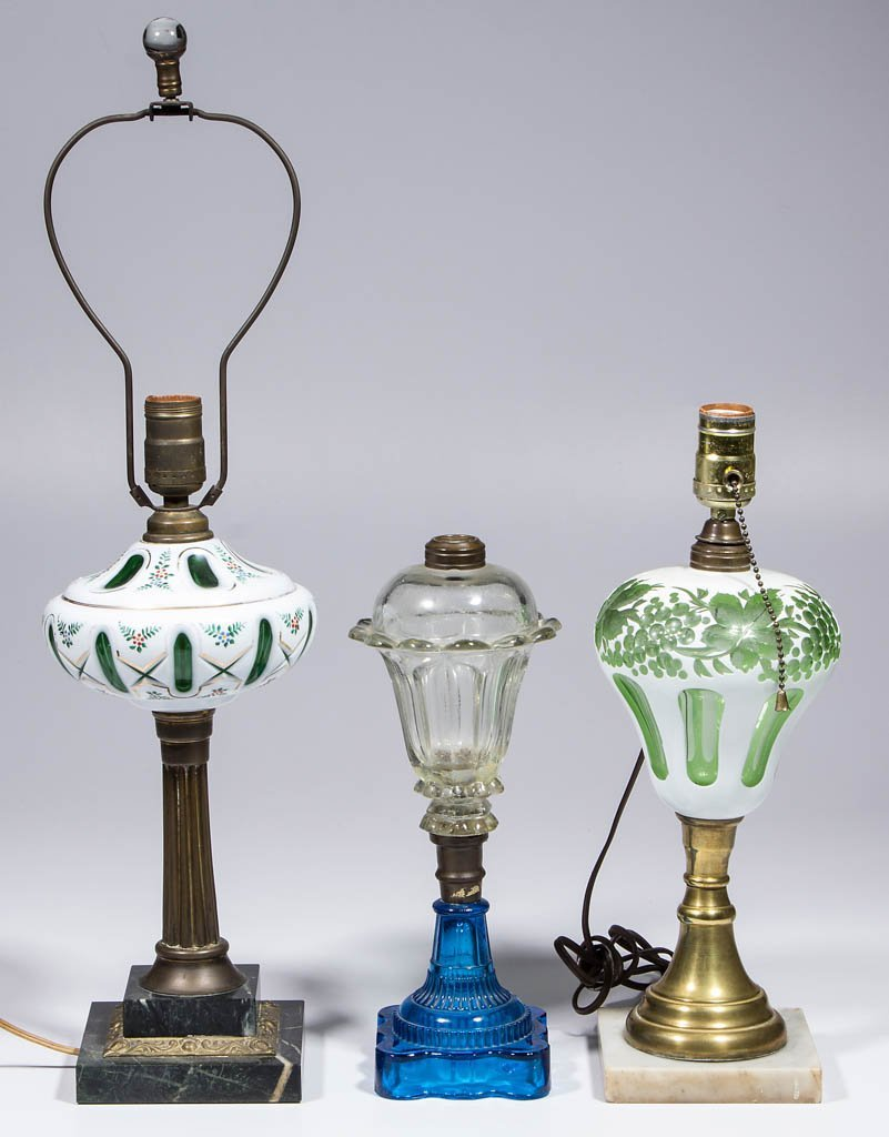 ASSORTED REPRODUCTION GLASS KEROSENE STAND LAMPS, LOT
