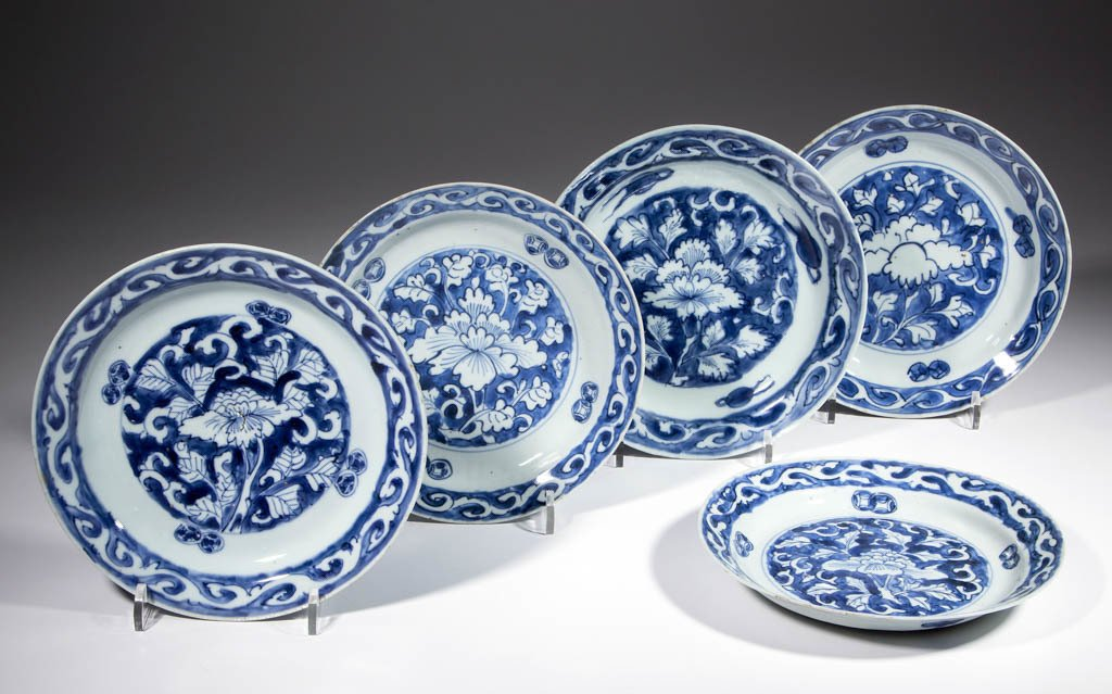 CHINESE EXPORT MING PORCELAIN PLATES, LOT OF FIVE