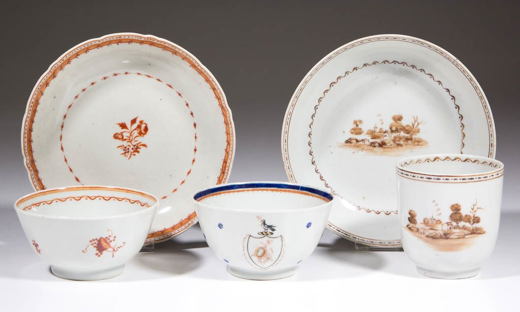 CHINESE EXPORT DECORATED PORCELAIN CUPS AND SAUCERS,