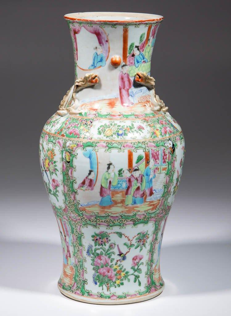CHINESE FAMILLE ROSE / ROSE MEDALLION PORCELAIN LAMP