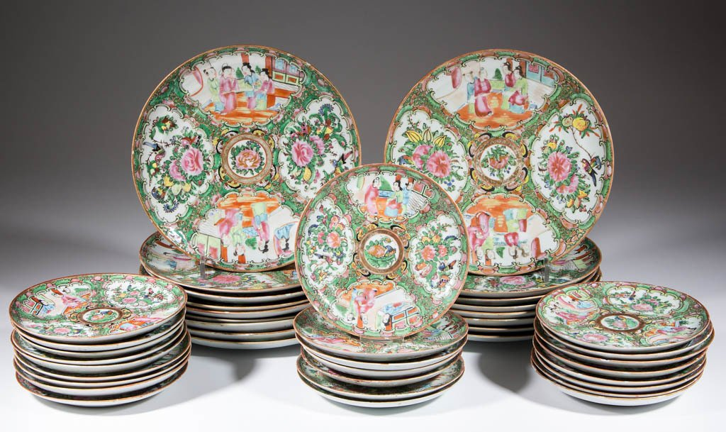 CHINESE FAMILLE ROSE / ROSE MEDALLION PORCELAIN PLATES,