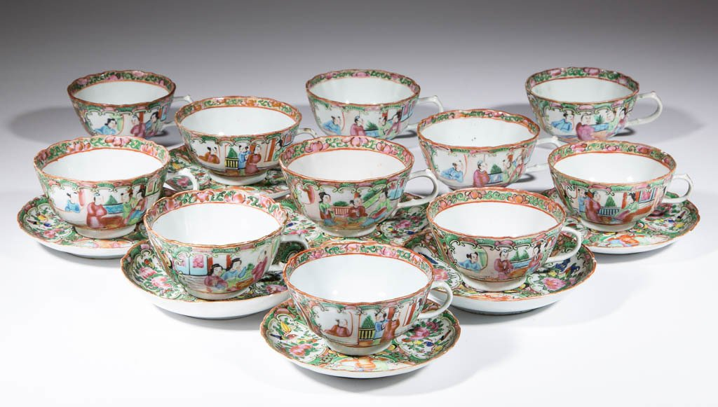 CHINESE FAMILLE ROSE / ROSE MEDALLION PORCELAIN CUPS