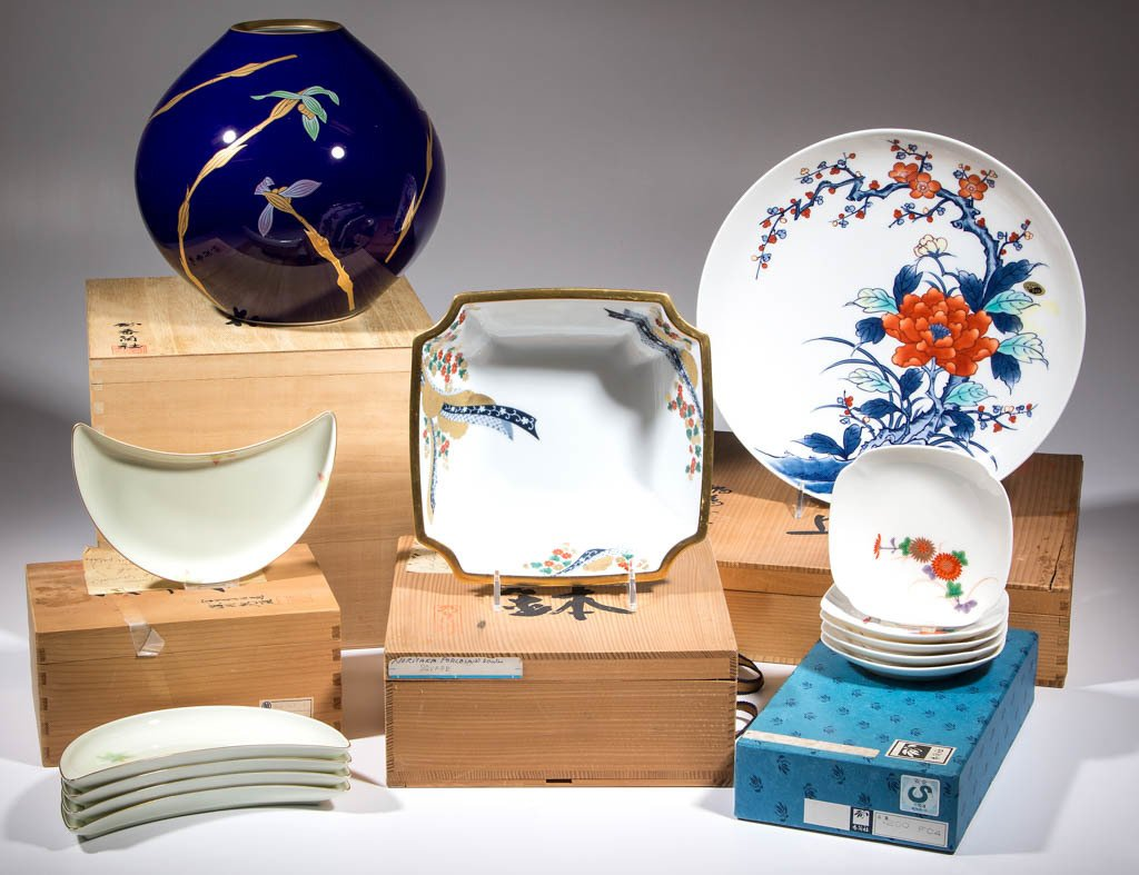 JAPANESE PORCELAIN ARTICLES, LOT OF 13