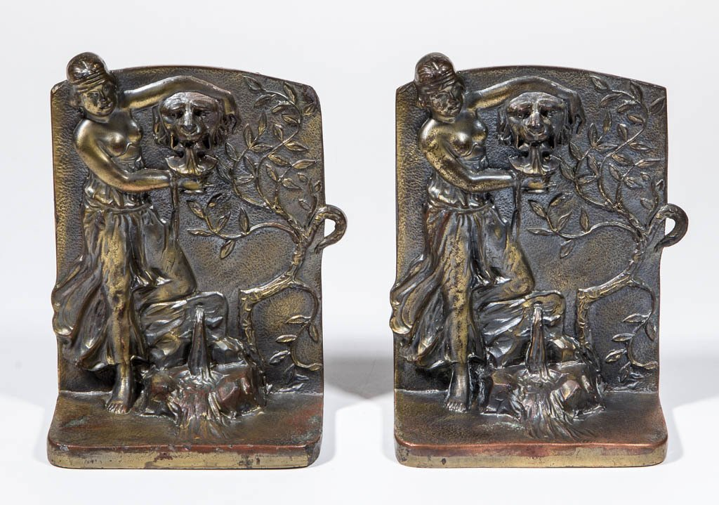 PATINATED BRONZE FIGURAL PAIR OF BOOKENDS