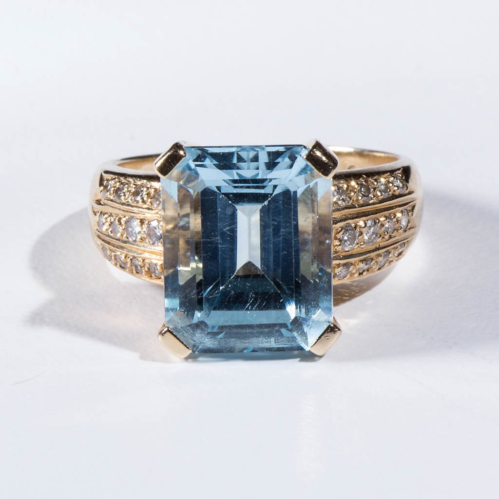 VINTAGE LADY'S 14K GOLD AND TOPAZ RING