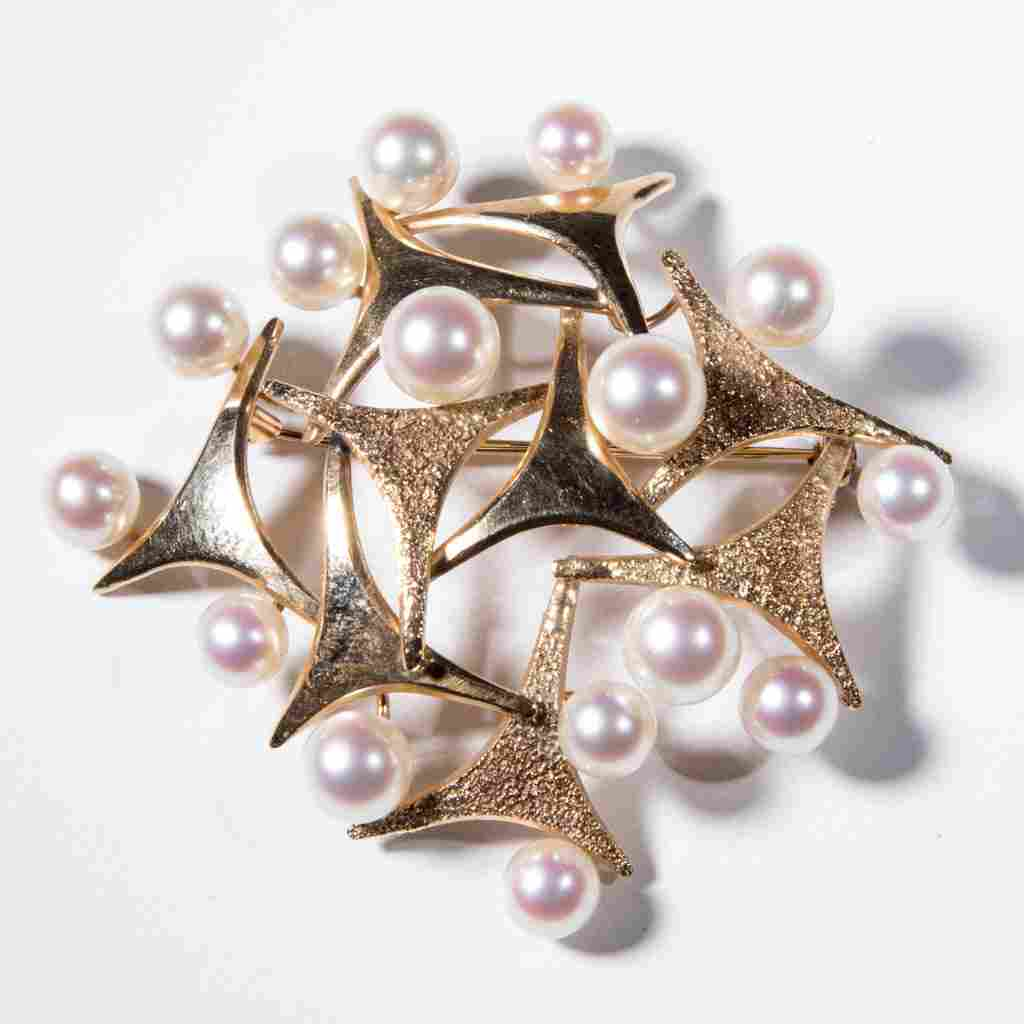 VINTAGE LADY'S 14K GOLD AND PEARL BROACH