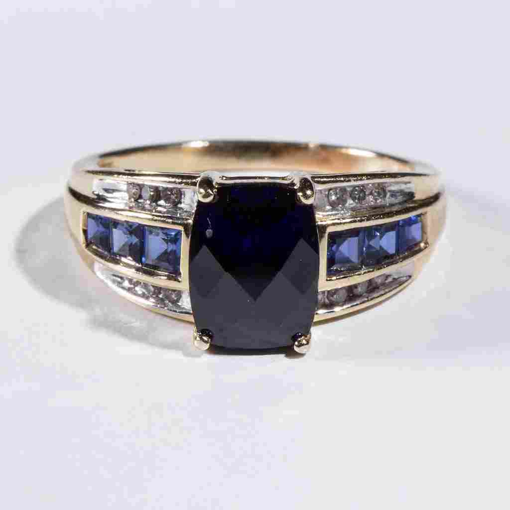 VINTAGE LADY'S 14K GOLD AND SAPPHIRE RING