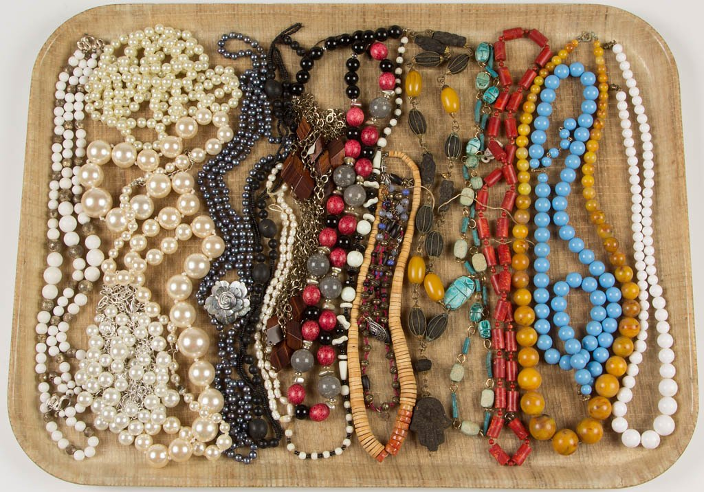 ASSORTED VINTAGE COSTUME JEWELRY NECKLACES