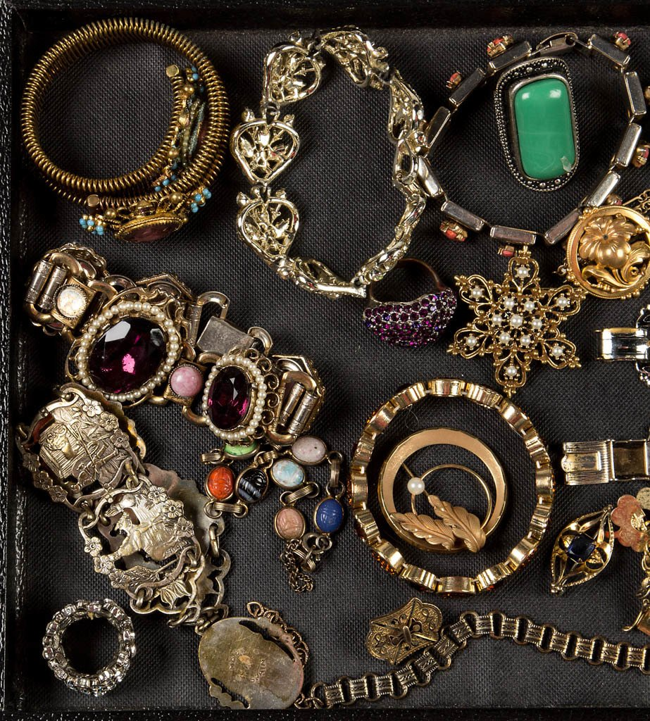 ASSORTED VINTAGE COSTUME JEWELRY - 2