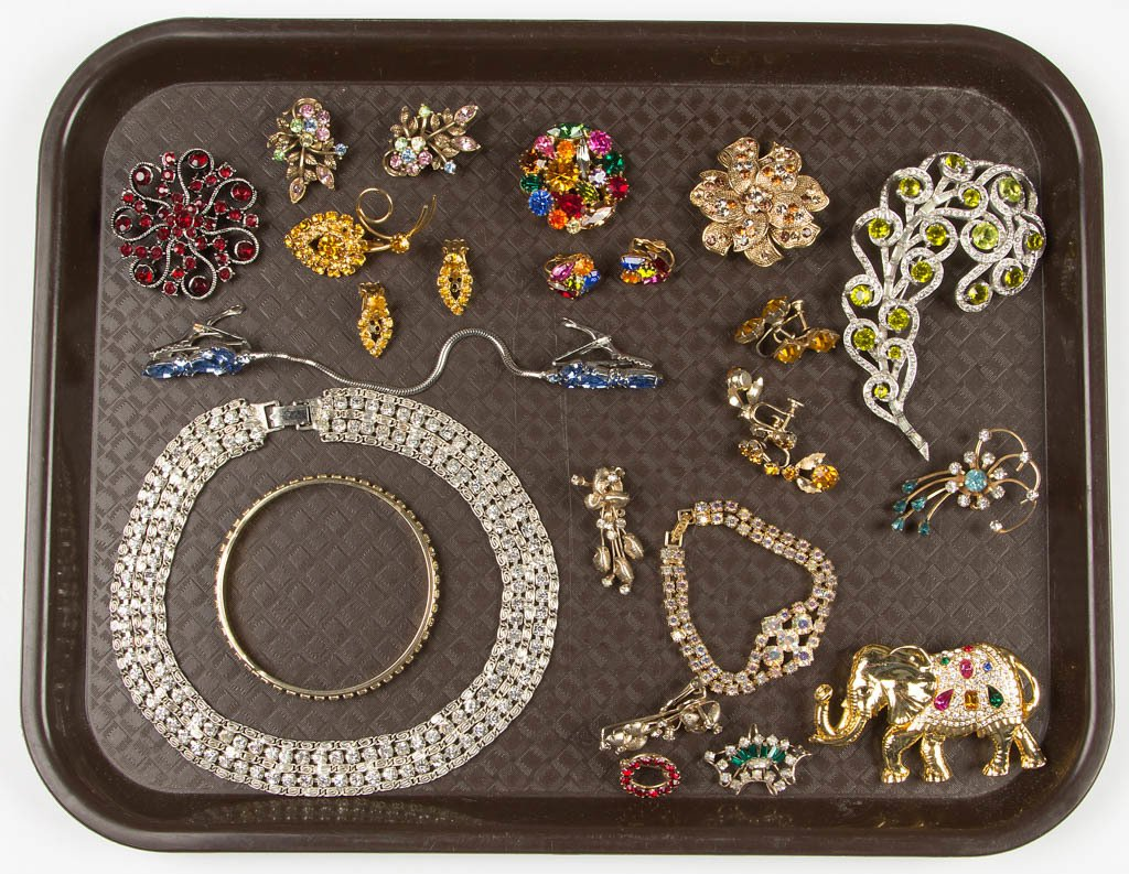 ASSORTED VINTAGE RHINESTONE COSTUME JEWELRY