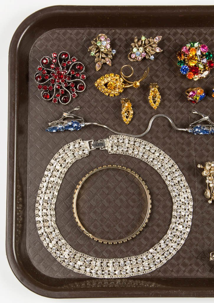 ASSORTED VINTAGE RHINESTONE COSTUME JEWELRY - 2