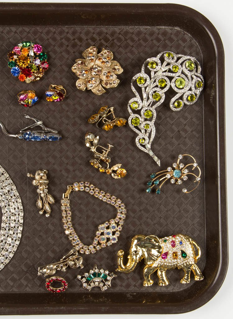 ASSORTED VINTAGE RHINESTONE COSTUME JEWELRY - 3