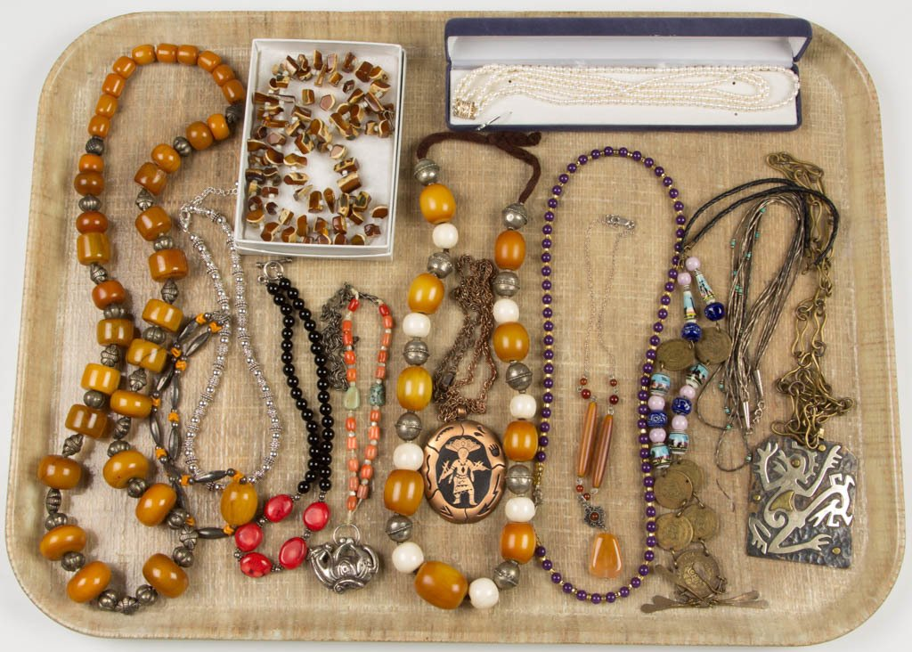ASSORTED VINTAGE COSTUME NECKLACES, LOT OF 14