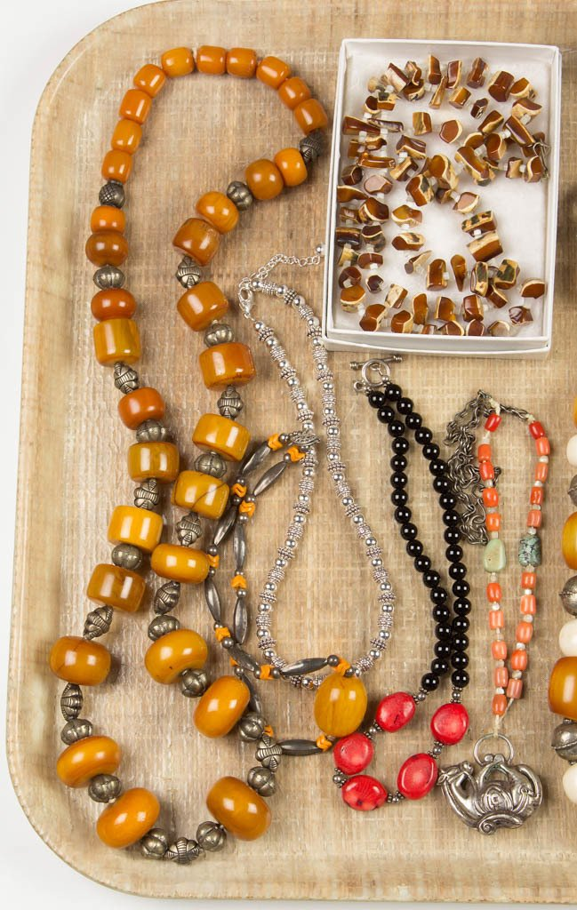 ASSORTED VINTAGE COSTUME NECKLACES, LOT OF 14 - 2