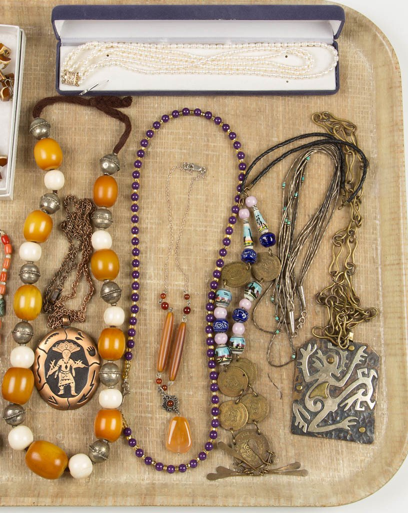 ASSORTED VINTAGE COSTUME NECKLACES, LOT OF 14 - 3