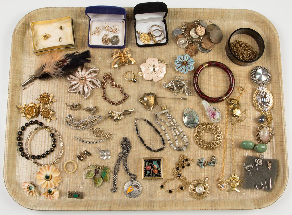 ASSORTED VINTAGE COSTUME JEWELRY