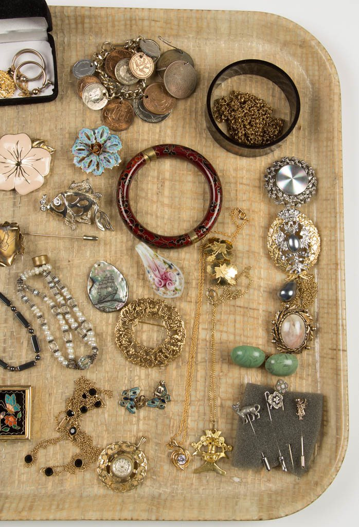 ASSORTED VINTAGE COSTUME JEWELRY - 4
