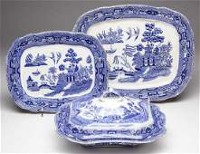 BUFFALO POTTERY BLUE WILLOW SCALLOPED CERAMIC SERVING