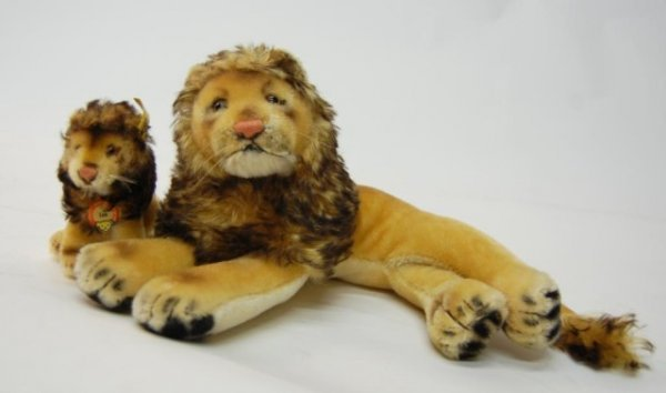 7: Steiff Large Lion and small Leo