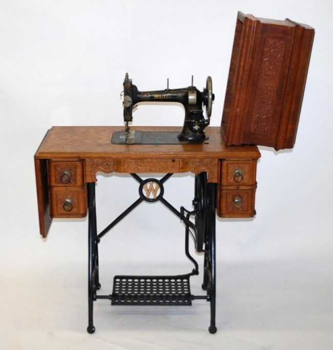 - 290: White Brand Antique Sewing Machine / Cabinet