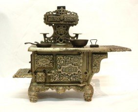 Hubley Eagle Cast  Iron Toy Stove And Accessories