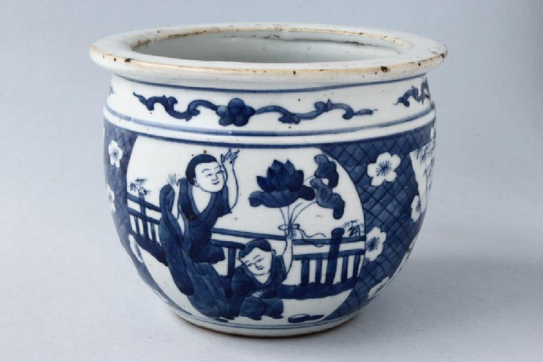 Chinese Qing Dynasty Porcelain Jardiniere,