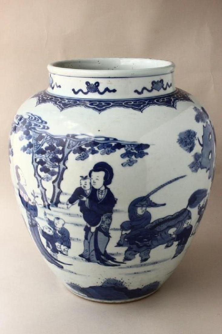 Chinese Porcelain Blue and White Jar,