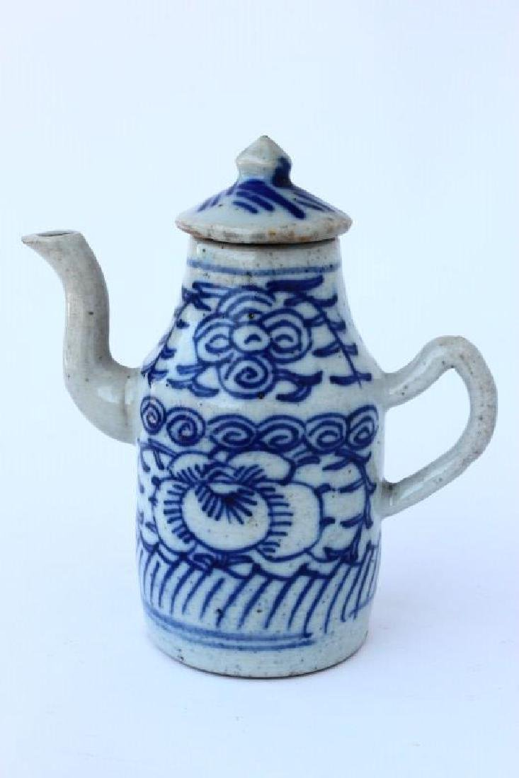 Chinese Qing Dynasty Porcelain Ewer,