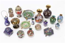 Quantity of Miniature Chinese Cloisonne Items