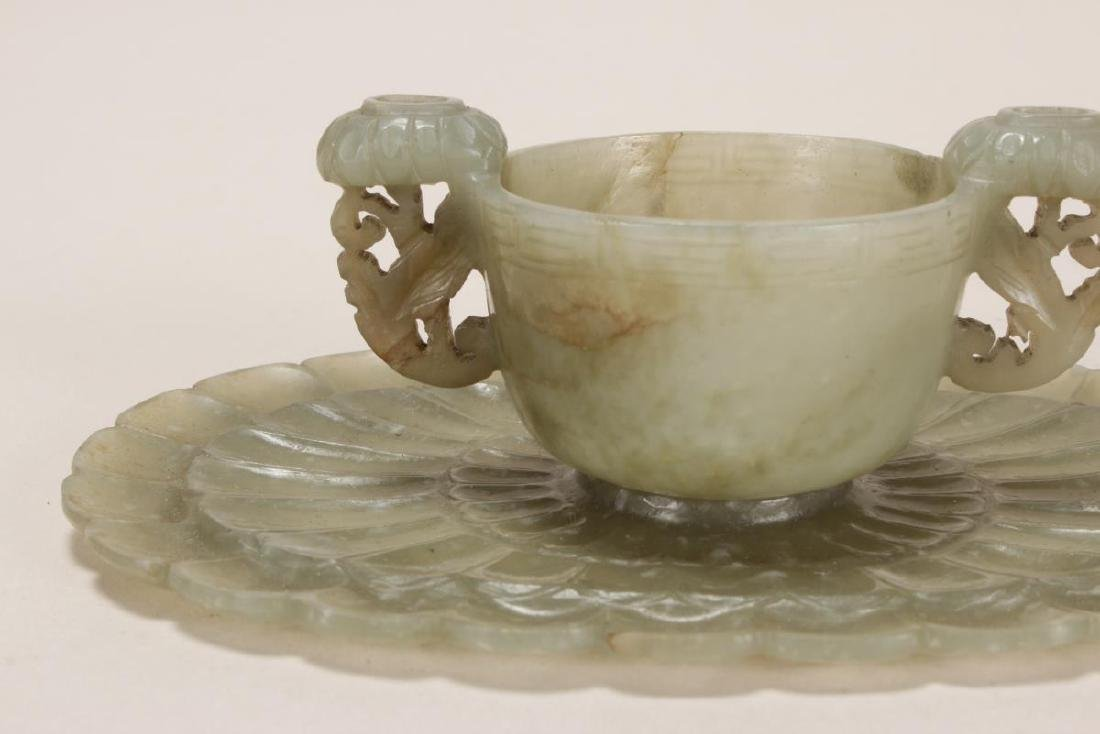Fine Petit Chinese Twin Handled Jade Cup and - 4