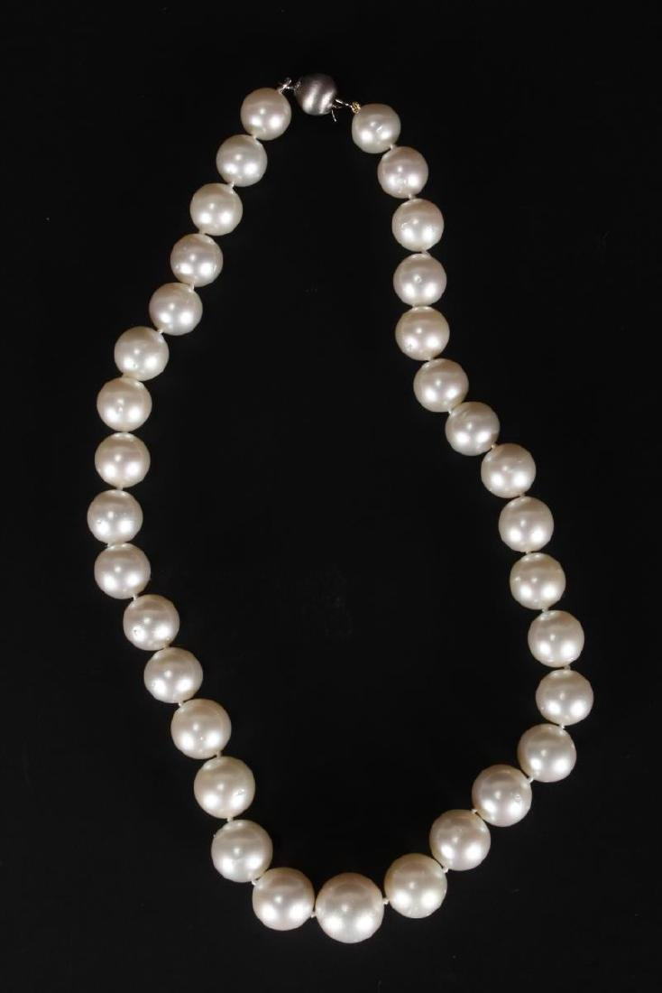 Graduated Broome Pearl and 18ct Gold Necklace,